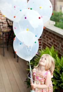 Balloon pom pom