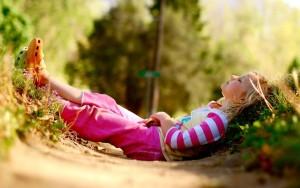 nature photography kids children summer sunlight relaxing striped clothing 2560x1600 wallpaper_www.wallpaperfo.com_67